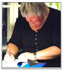 Catarina Englund signerar